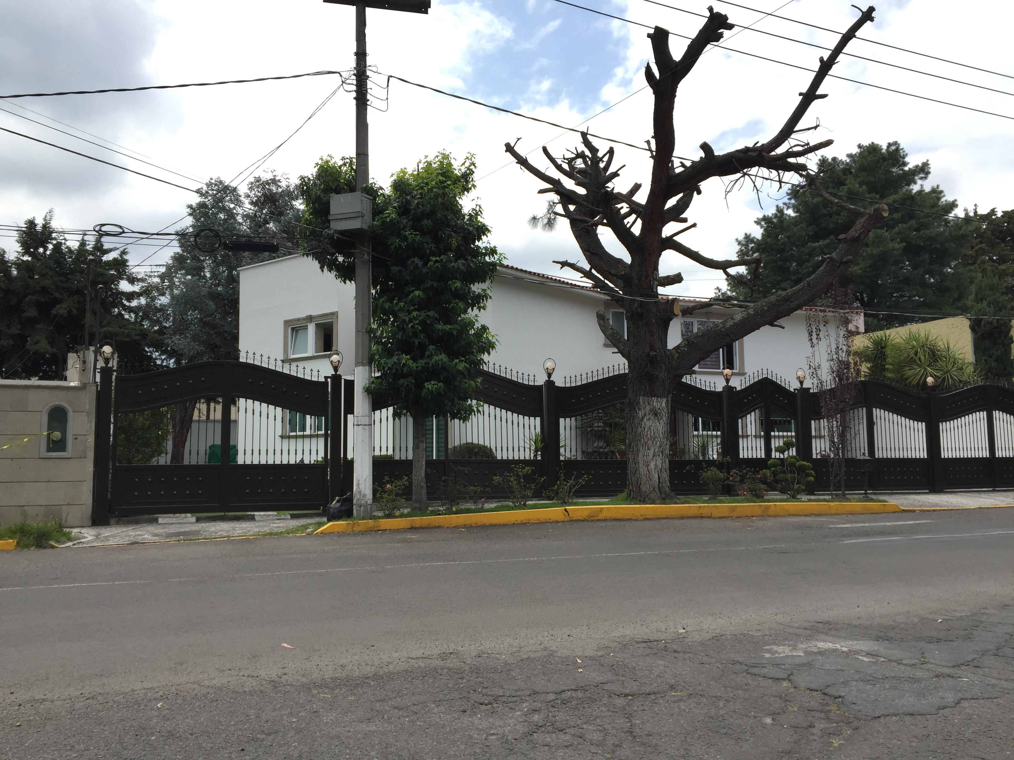 CASA EN VENTA EN METEPEC EN CLUB DE GOLF OPORTUNIDAD HASTA 6 RECAMARAS